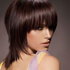 Интересные стрижки на волосы средней длины с челкой