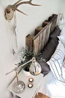 I'm suddenly obsessed with pallets. Pallet headboard & antler jewelry rack.
