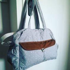 imparfait-avec-amour sur Instagram: Milàn ❤️ Premier sac à langer (pas peu fière 😊) #couture #sacalangerfaitmain #cousumains #cadeaunaissance Patron : @patrons_sacotin