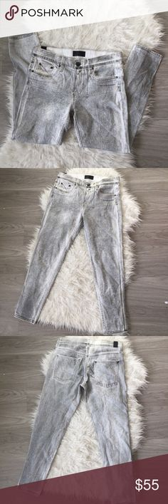 Vince 5 Pocked Relaxed Rolled Grey Jeans sz 27 This is the dark grey color, meant to look distressed. Kind of looks painted on which is cool!! Nice thin and comfy jeans. Offers welcome!   WAIST: 15in flat INSEAM: 27in RISE:10in Vince Jeans Skinny