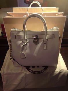 I love this Michael Kors bag! , , michael kors handbags on Outlet Michael Kors, Cheap Michael Kors, Handbags Michael Kors, Mega Fashion, Look Fashion, Womens Fashion, Fashion Site, Classic Fashion, Fashion Days