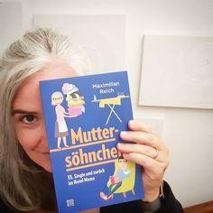 #muttiliest #buchtipp live von #muttisnachtkästchen Bei mir gibt's ja IMMER Lesestoff im Bett. Oft lese ich sogar mehrere Bücher gleichzeitig.  Lest ihr auch gerne am Abend?  Diesmal bei mir am Nachtkästchen: Muttersöhnchen von @beneventopublishing by @maximilian_reich  Herrlich! Der absolute Albtraum für Söhnchen (35) UND die Mutter. Hab Tränen gelacht! Ich rechne mal kurz nach ... 64 bin ich wenn Herr Sohn (der Erstgeborene) 35 ist ...  Und damit noch nichtmal in Pension ...  Aber die… Maximilian, Live, Books, Instagram, Mother Son, My Son, Libros, Book, Book Illustrations