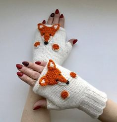 Items similar to Womens winter gloves, Ladies driving gloves, Fingerless winter gloves, Hand gloves for winter on Etsy Poncho Knitting Patterns, Mittens Pattern, Easy Knitting, Girls Winter Hats, Knitted Hats Kids, Fingerless Gloves Knitted, Knitting Projects, Arm Warmers, Etsy