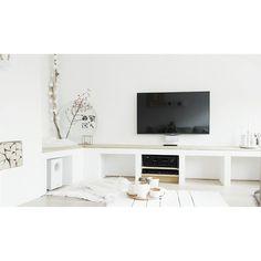tv-meubel van gasbetonblokken, stucen en vloerdelen erop @ suusvvelzen