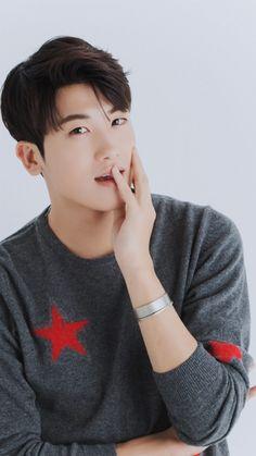 Park Hyung Sik..looked at  u..so seductive.. hemmmm Park Hyung Sik, Ahn Min Hyuk, Joo Hyuk, Strong Girls, Strong Women, Asian Actors, Korean Actors, Do Bong Soon, Park Bo Young