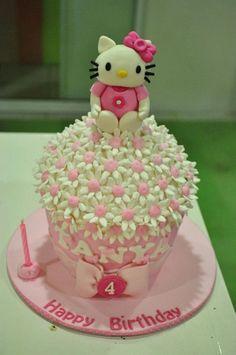 Hello Kitty White Daisies Cupcake