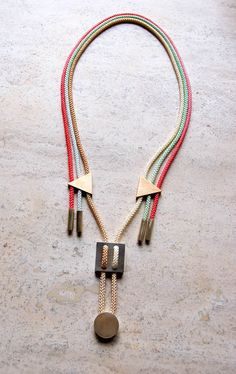 Cord and geometric fitting necklace, considering not using metal, use of connections and shapes
