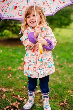 This Toddler rain jacket in pink has an owl design. This Oakiwear Children's Rain Jacket is has a waterproof outer shell that will hold up in the rainiest of weather. The inside of the jacket has a thin comfy cotton/polyester lining.