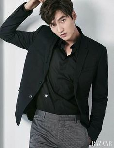 Fashion korean drama lee min ho 16 ideas for 2019 Asian Men Hairstyle, Hairstyles With Bangs, Trendy Hairstyles, Lee Min Ho Images, Classy Street Style, Man Lee, Black White Fashion, Korean Men, Muslim Fashion