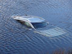 Sinking-car-4.jpg (1700×1275)