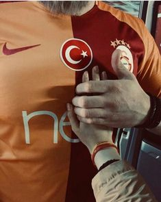 Bi Galatasaray and also love Galatasaray. Tumblr Wallpaper, Galaxy Wallpaper, Iphone Wallpaper, Family Goals, Couple Goals, Real Love, True Love, Daddy, Walpaper Iphone