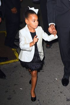 Pin for Later: Beyoncé Re-Creates Blue Ivy's Funny Finger Wag Moment