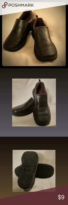 EUC Boy's Casual Loafers Excellent condition, Boy's size 6, George Casual Loafers in color brownies.  Only worn a few times.  Has only slight signs of wear. George Shoes Dress Shoes