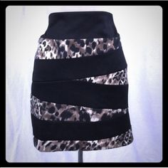 Dots miniskirt Size 15/16. Body 100% polyester. Contrast 95% polyester 5% spandex. Machine wash a bow. No staining. No orders. No visible defects. There is signs of wear. But minimal. Dots Skirts Mini