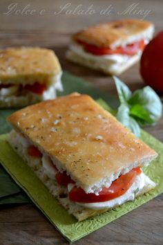 Ricetta pan focaccia | Dolce e Salato di Miky Panini Sandwiches, Sandwiches For Lunch, Best Lunch Recipes, Favorite Recipes, Pan Focaccia, Sicilian Recipes, Cafe Food, Lunches And Dinners, Pain
