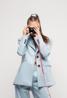 Albums Queen, Happy Rock, Queen Outfit, Queen Photos, Ariana Grande, Raincoat, Model, Outfits, Anime