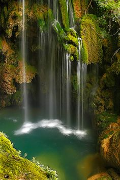 Great photo of the waterfall Nature Pictures, Cool Pictures, Beautiful Pictures, Beautiful Waterfalls, Beautiful Landscapes, Places Around The World, Around The Worlds, Beautiful World, Beautiful Places