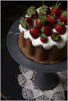 Thyme: Simple Cinnamon Applesauce Spice Cake with Fresh Strawberries...plus Oodles of Goodbye Tears!
