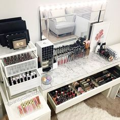 Hump day Inspo straight from my beauty room. I hope your all having an amazing week Link to our online store on our Insta page or visit www.vanitycollections.com.au #makeupstorage #makeupholder #makeuptable #makeupjunkie #makeupmirror #beauty #beautyroom #beautystore #beautytable #beautymirror #vanity #vanityroom #vanitydecor #vanityideas #lipglossstorage #lipstickstorage #vanitytable #makeuporganizer #cosmeticorganizer #vanityorganizer #makeuporganiser #makeupdividers #ikea #millionmam...