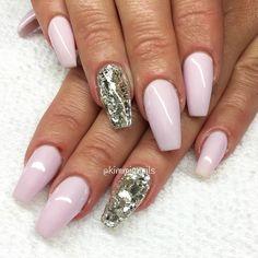 """""""Lavendel & silver flakes for my sweet @selina1984 ❤️ #nagelkär #nagelteknolog #naglarstockholm #nagelförlängning #uvgele #gele #gelenaglar #gelnails…"""""""