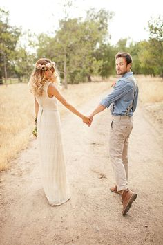 Bohemian wedding inspiration. Flower crown. Laid back style