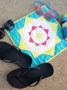 Create a quilt block this summer that resembles a ray of sunshine! Download the free pattern and instructions for this Sunshine Days block.