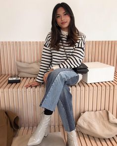 Keeping my hair simple, straight and shiny with the help of Ring Light spray ✨ Urban Fashion, Daily Fashion, Womens Fashion, Fall Outfits, Casual Outfits, Cute Outfits, Selfies, Autumn In New York, Liza Soberano