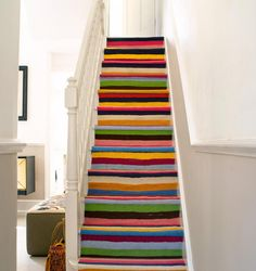 Ковролин на ступени лестницы #лестницаковроин #cutestair  #warmstair #coloredrailway