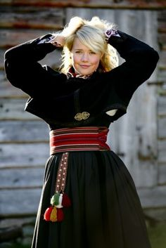 almankås beltestakk jakke Norwegian Clothing, Norwegian Fashion, Folk Clothing, Medieval Clothing, Traditional Fashion, Traditional Dresses, Norway Clothes, Folk Costume, Costumes