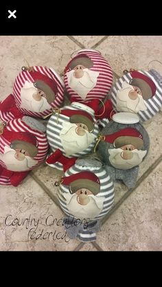 Paline Natale Christmas Craft Projects, Christmas Items, Christmas Love, Holiday Crafts, Christmas Stockings, Christmas Wreaths, Christmas Decorations, Christmas Ornaments, Holiday Decor