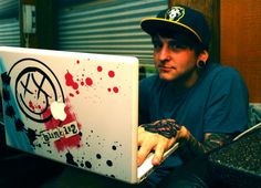 Matt Nicholls His laptop! Emo Bands, Music Bands, Thy Art Is Murder, Band Nerd, Love Band, Unicorn Art, Bmth, Of Mice And Men, Bring Me The Horizon