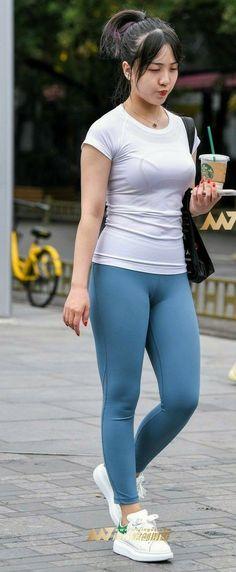 Yoga Pants Girls, Girls In Leggings, Women's Leggings, Hot Japanese Girls, Cute Asian Girls, Sporty Outfits, Beautiful Asian Women, Casual Wear, Bikini