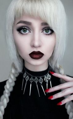 :ove her her bold lips and dark lashes :3