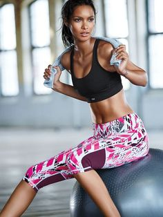 Fitness model yoga clothes for women Ideas Photos Fitness, Fitness Models, Fitness Women, Sport Fashion, Fitness Fashion, Fitness Outfits, Fitness Shirts, Fitness Clothing, Boxe Fitness