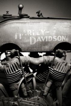 Harley Davidson #motorcycle #motorbike Great photo.
