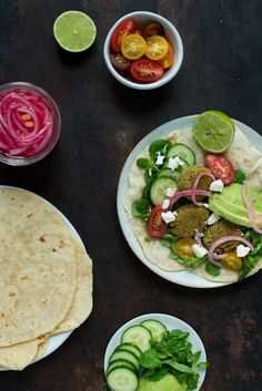 Falafler - dåsekikærter, frk. Kræsen Vegan Vegetarian, Vegetarian Recipes, Healthy Recipes, Yummy Recipes, Dinner Is Served, Couscous, Hummus, Recipies, Mexican