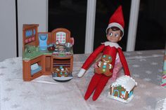 Have your elf on the shelf bake gingerbread men and houses for your children! Elf on the shelf gingerbread houses!!!