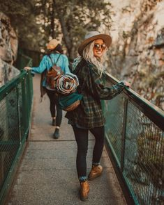 Cute hiking outfit, cute adventuring outfit, or even a cute camping outfit. Just love this style