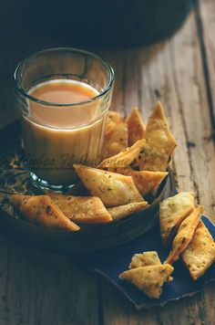 Pudina Namak Pare or Pudina Namak Para is a beautiful golden brown crisp Indian deep fried savoury crackers flavoured with dried mint or pudina and chili flakes. These crisp namak paare is indeed an ideal Indian Snacks, Indian Food Recipes, Vegetarian Recipes, Snack Recipes, Cooking Recipes, Evening Snacks Indian, Fish Recipes, Tea Time Snacks, Food Styling