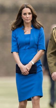 Kate Middleton Photos - British Royals Visit the Tower of London - Zimbio. Love her picture Kate. Duchess Kate, Duke And Duchess, Duchess Of Cambridge, William And Son, Prince William And Catherine, Kate Middleton Photos, Kate Middleton Style, Princess Charlotte Dresses, Princesa Real