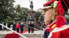 La canciller alemana, Angela Merkel, durante un acto junto a Larreta y el secretario de Relaciones Exteriores argentino, Pedro Villagra Delgado, en el monumento al General San Martín. Foto: Michael Kappeler