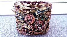 Cos cu trandafiri din material de blugi--Basket with roses made of jeans...