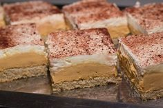 Cheese cake tiramisu graham crackers 55 New Ideas Cheese Snacks, Cheese Appetizers, Sweet Desserts, Sweet Recipes, Cheese Sauce For Vegetables, Banana Bread Cake, Chocolate Cheese, Party Finger Foods, Desert Recipes
