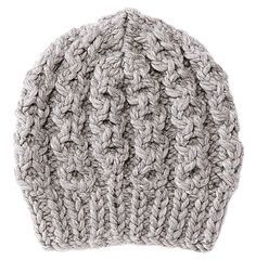 Die dicke Mütze mit Zopfmuster stricken mit ein bisschen Ehrgeiz auch ungeübte Strickerinnen. Und einmal gestrickt, hält sie uns den ganzen Winter warm.