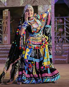 Kalbelia dancer at Shilpgram Fair - Udaipur, India