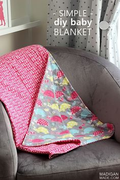 How to make a simple DIY blanket - Diy Sewing Projects Easy Diy Baby Blankets, Flannel Baby Blankets, Easy Baby Blanket, Receiving Blankets, How To Sew Baby Blanket, Baby Blanket Tutorial, Minky Baby Blanket, Coin Couture, Baby Accessoires