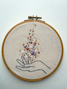 Hand Embroidery Patterns Free, Embroidery Stitches Tutorial, Embroidery Flowers Pattern, Embroidery Hoop Art, Cross Stitch Embroidery, Embroidery Ideas, Simple Embroidery Designs, Etsy Embroidery, Hand Embroidery Projects
