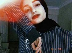 Sunflower Shirt, Modern Hijab Fashion, Fake Girls, Hijabi Girl, Fake Photo, Cute Girl Poses, Tumblr Photography, Cute Girl Photo, Tumblr Girls