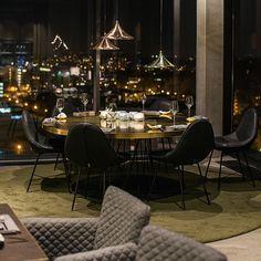 Wahnsinnige Aussicht und ebenso schönes Interieu im Skykitchen Restaurant und Bar in Friedrichshain | creme berlin