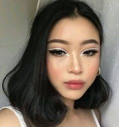 Click the link for more eye makeup trends Gold Eyeliner, White Eyeliner Makeup, Bold Eye Makeup, White Makeup, Eye Makeup Art, Beauty Makeup, Hair Makeup, White Eyeliner Looks, Double Eyeliner